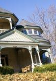 Casa vieja en la caída Imagenes de archivo