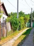 Casa vieja en la calle del pueblo Fotos de archivo