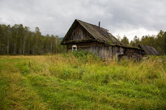 Casa vieja en las maderas Imagen de archivo libre de regalías