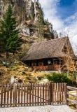 Casa vieja en las montañas Imagen de archivo libre de regalías