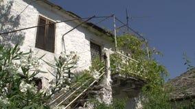 Casa vieja en theologos en Thassos Grecia almacen de video