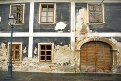 Casa vieja gris imagenes de archivo