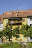 Casa vieja por el río Ljubljanica, Ljubljana, Eslovenia Fotos de archivo libres de regalías