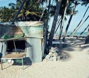 Casa vietnamiana pequena no seacoast entre as palmas e a areia Fotos de Stock Royalty Free