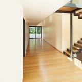 Casa, visión desde la entrada Fotos de archivo
