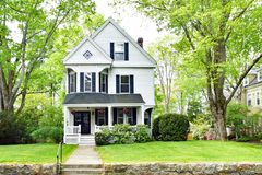 Casa vitoriano simples em Nova Inglaterra imagens de stock