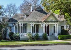 Casa vitoriano velha bonita imagens de stock royalty free