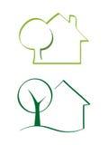 Casa y árbol Imágenes de archivo libres de regalías