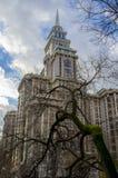 Casa y árbol Foto de archivo libre de regalías