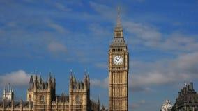 Casa y Big Ben del parlamento de Westminster metrajes