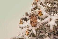 Casa y campanas del juguete en picea Fotos de archivo libres de regalías