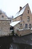 Casa y canal en Brujas Fotografía de archivo