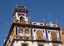 Casa y cielo en Sevilla Fotos de archivo