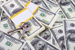 Casa y claves del fondo de las cuentas de dólar Imagenes de archivo