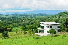 Casa y colina Fotos de archivo