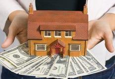Casa y dinero foto de archivo libre de regalías