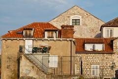 Casa y escaleras viejas en Dubrovnik Fotos de archivo