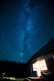 Casa y estrella de la noche Fotos de archivo