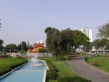 Casa y fuentes en Lima Reserve Park Imagenes de archivo