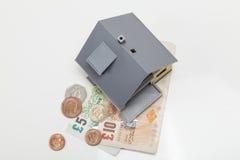 Casa y GB de dinero de la libra Foto de archivo libre de regalías