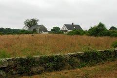 Casa y granja abandonadas. imagenes de archivo