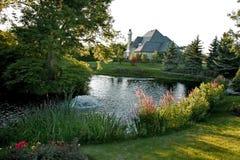 Casa y jardín de lujo Imagen de archivo libre de regalías