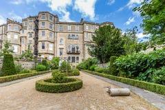 Casa y jardín inglés formal en el baño, Somerset, Reino Unido Fotos de archivo libres de regalías