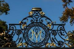 Casa y jardines de Kilruddery. Monograma. Irlanda Fotos de archivo libres de regalías