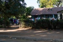 Casa y lavadero residenciales en la yarda, Livingstone, Zambia Imagen de archivo