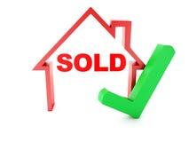Casa y marca de verificación vendidas en el fondo blanco Fotografía de archivo libre de regalías