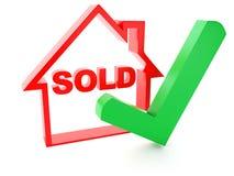 Casa y marca de verificación vendidas en el fondo blanco Imagen de archivo libre de regalías