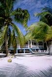 Casa y palmas de playa Fotos de archivo