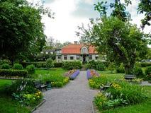 Casa y parque suecos foto de archivo libre de regalías