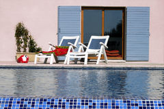 Casa y piscina Fotos de archivo