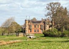 Casa y puente, Warwickshire de Charlecote Foto de archivo libre de regalías