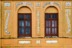 Casa y ventanas coloridas Imagenes de archivo
