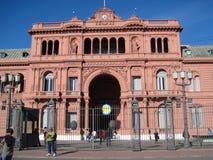 Casaen Rosada är platsen av den utövande makten av Republiken Argentina arkivbilder