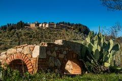 Casaglia, Pise, Italie - 16 novembre 2017 : Itinéraire de trekking dans Casaglia, municipalité de Montecatini Val di Cecina images stock