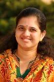 Casalinga indiana sorridente Fotografia Stock Libera da Diritti