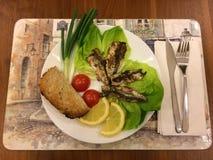 Casalingo sano della buona dell'alimento delle sardine cena del pesce Fotografia Stock