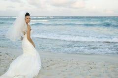 Casamento de praia do Cararibe - Brid Fotos de Stock Royalty Free