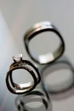 Casamento e anel de noivado Fotos de Stock
