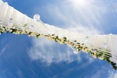 Casamento exterior na praia Imagem de Stock Royalty Free
