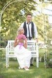 Casamento, homem novo feliz e comemoração da mulher Fotos de Stock