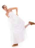 casamento Mulher engraçada da noiva running em sapatas do esporte fotografia de stock royalty free