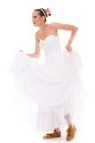 casamento Mulher engraçada da noiva running em sapatas do esporte fotos de stock royalty free