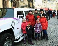 Casamento na praça da cidade velha pitoresca, Praga, República Checa Fotografia de Stock Royalty Free