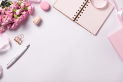 Casamento para fazer a lista com flores Configuração do plano do planejador do modelo fotografia de stock royalty free
