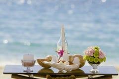 Casandose en la playa, disposición al aire libre tropical de la boda Fotos de archivo libres de regalías
