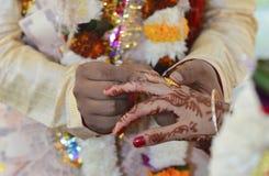 casandose en Rishikesh, noviembre de 2015 La India Imágenes de archivo libres de regalías